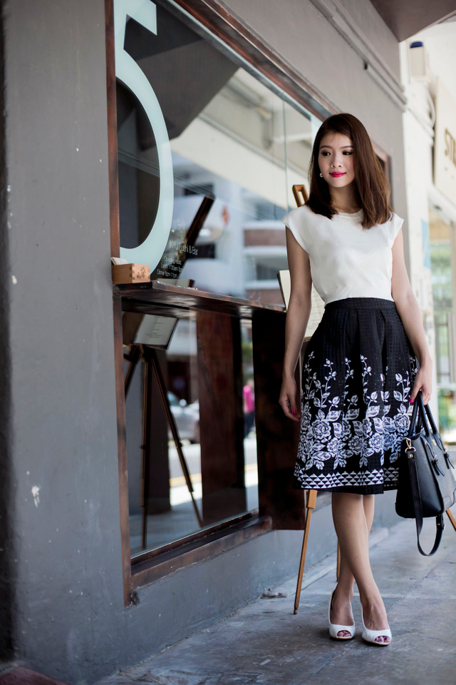 Claudia Floral Midi Skirt in Black
