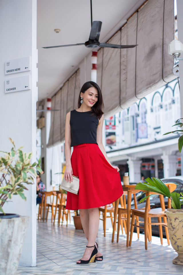 Take A Bow Tulle Midi Skirt in Red