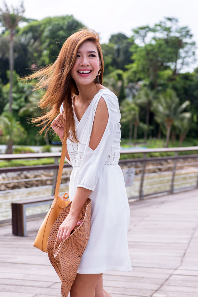 Leia Cold Shoulders Dress in White