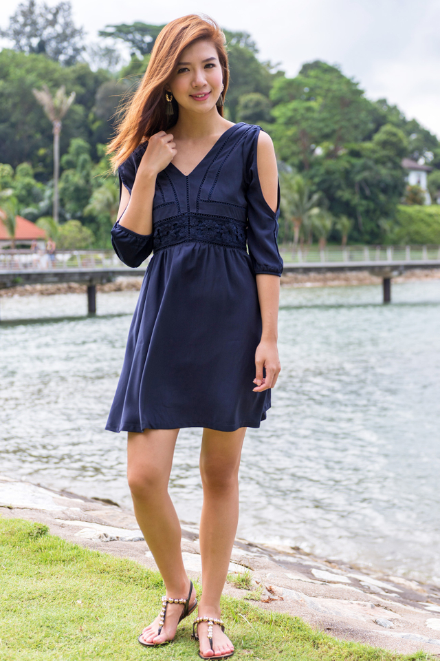 Leia Cold Shoulders Dress in Navy