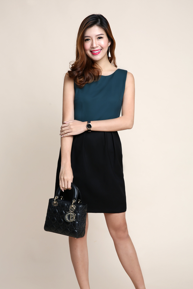 Corporate Beauty Midi Dress in Forest Black