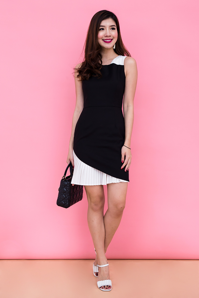 Kate Pleated Contrast Dress in Monochrome