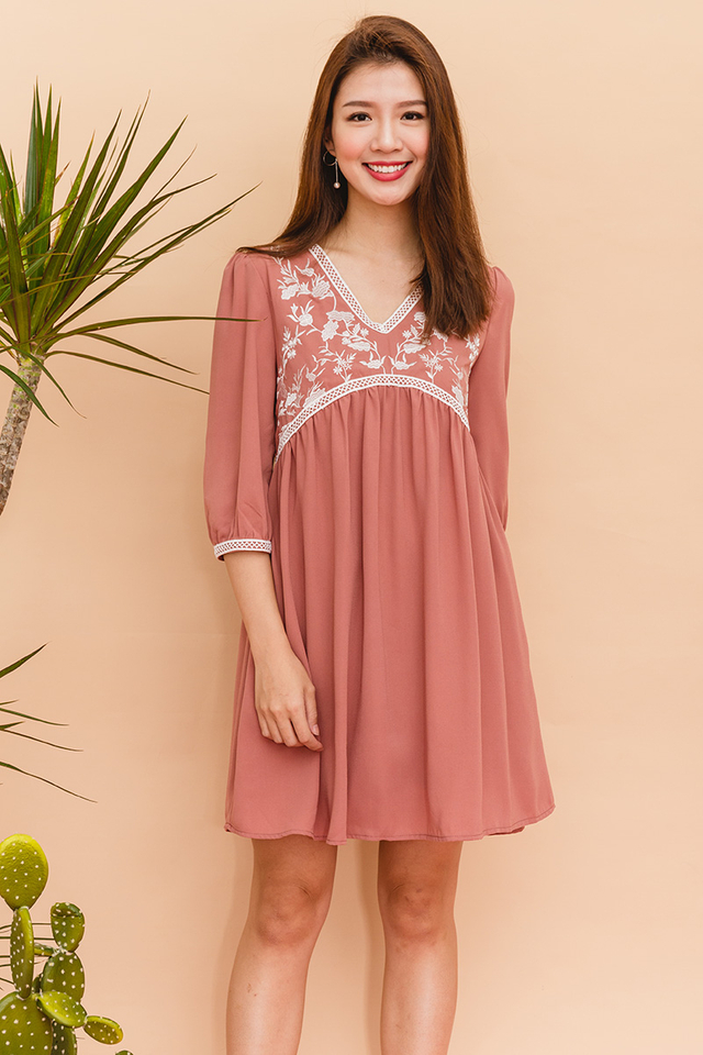 Analeah Embroidery Chiffon Dress in Dark Blush