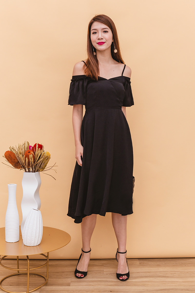 Vera Cold Shoulders Midi Dress in Black