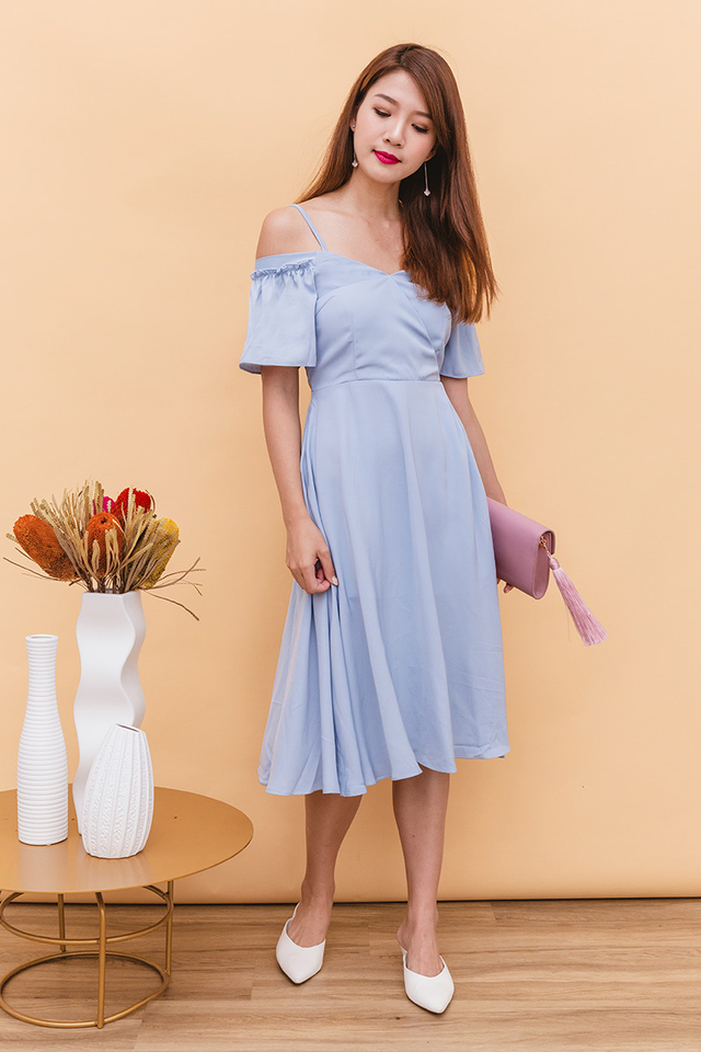 Vera Cold Shoulders Midi Dress in Sky