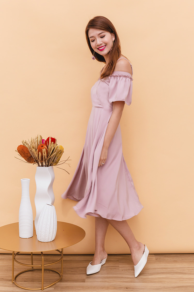 Vera Cold Shoulders Midi Dress in Dust Pink