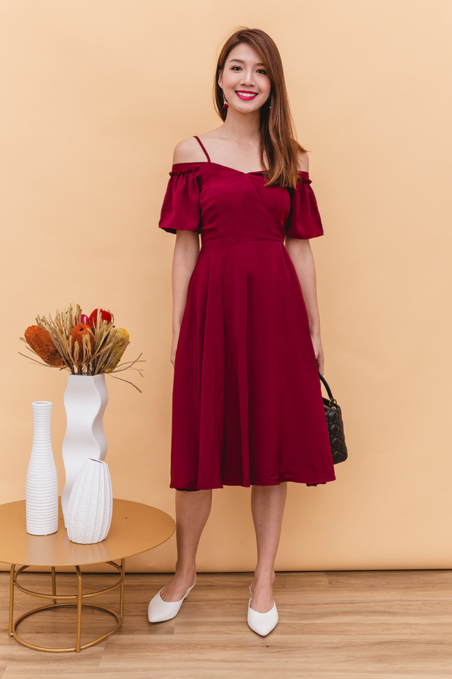 Vera Cold Shoulders Midi Dress in Wine