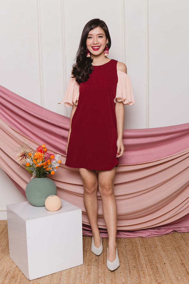 Merry Pleats Cold Shoulders Dress in Wine