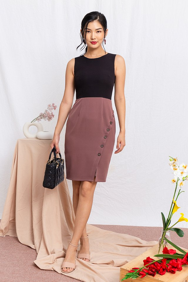 Go-Getter Work Dress in Black Mauve
