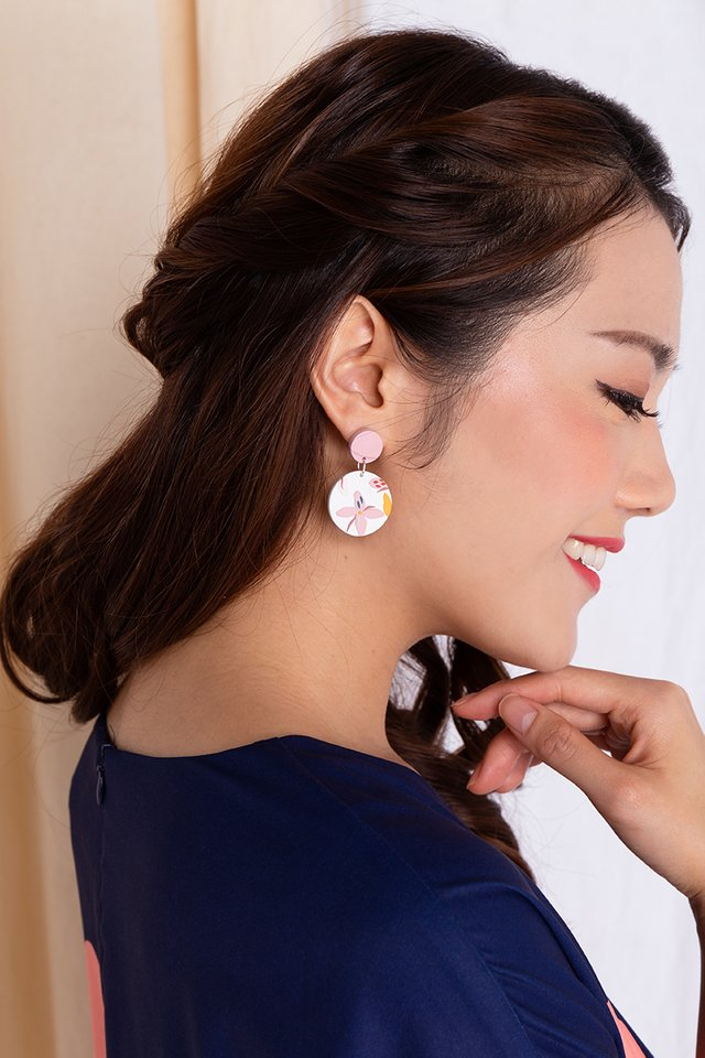 Harmony Round Dangles in Pearl White