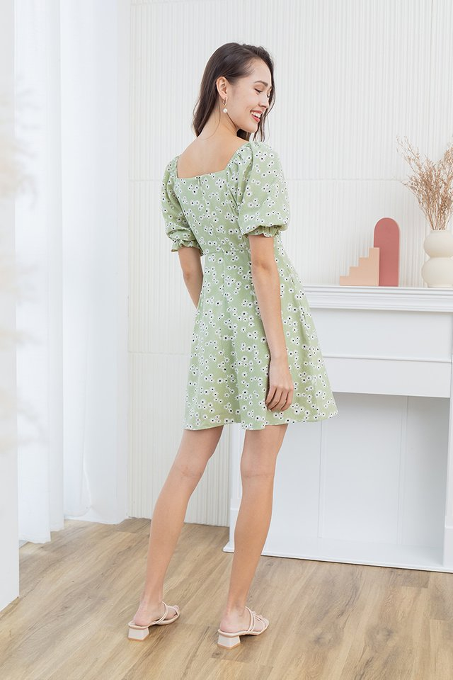 Hailee Daisies Dress in Laurel Green