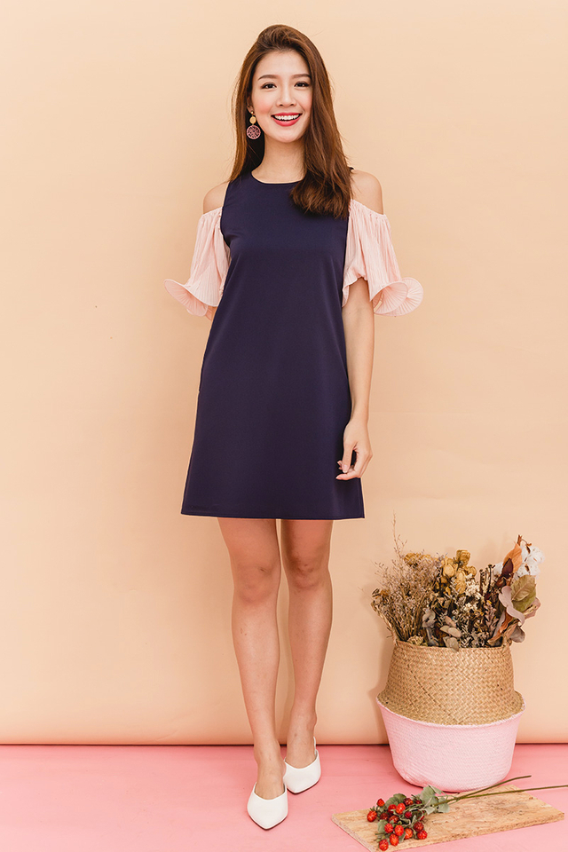 *BACKORDER* Merry Pleats Cold Shoulders Dress in Navy Pink